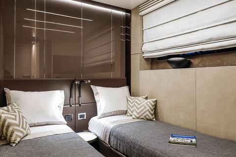 Cranchi Settantotto / Roma Decor / Twin bed cabin