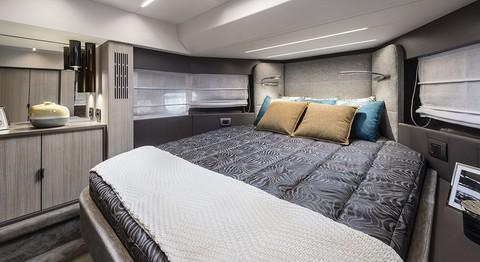 Cranchi T36 Crossover - Master cabin