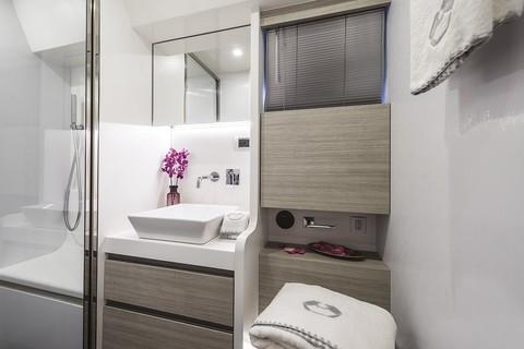 Cranchi E52S Evoluzione - Bathroom