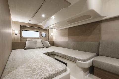 Cranchi Z35 - Guest cabin