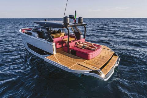 A46 Luxury Tender - Fold-down bulwarks