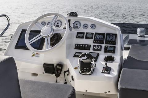 Cranchi T43 Trawler - Console