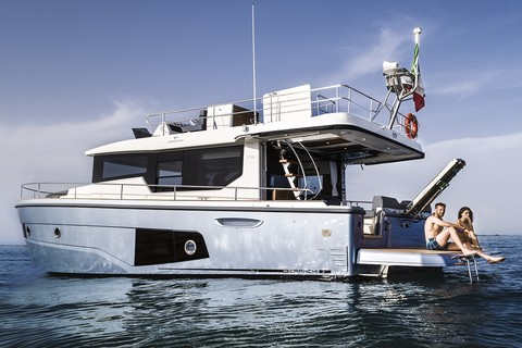 Cranchi T43 Trawler - Side view