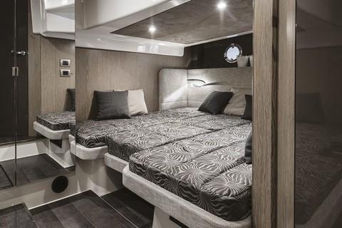 Cranchi M44 HT - Guest cabin