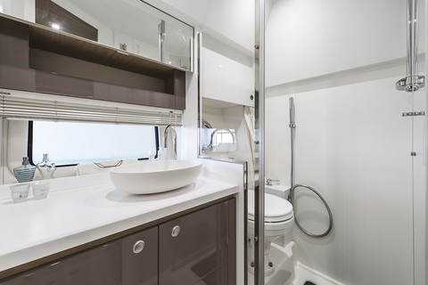 Cranchi Z35 - Bathroom