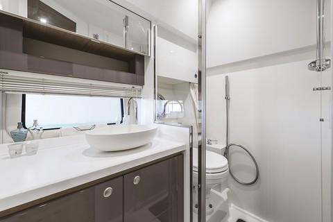 Cranchi Z35 - Bathroom