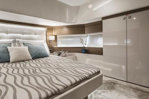 Cranchi T43 Trawler - Master cabin