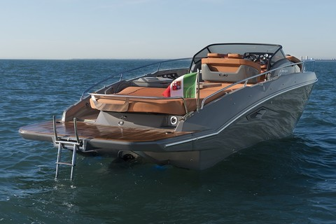 Cranchi E30 Endurance - Bow view