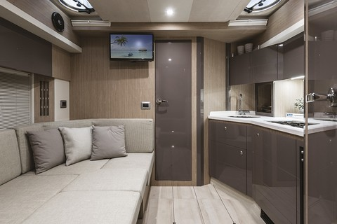 Cranchi Z35 - Galley
