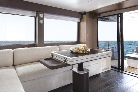 Cranchi T55 Trawler - Salon and dinette