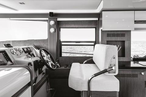 Cranchi T43 Trawler - Pilot house