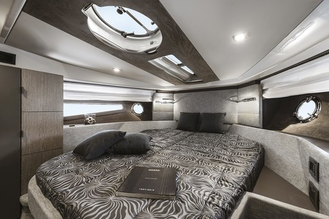 Cranchi M44 HT - Cabin